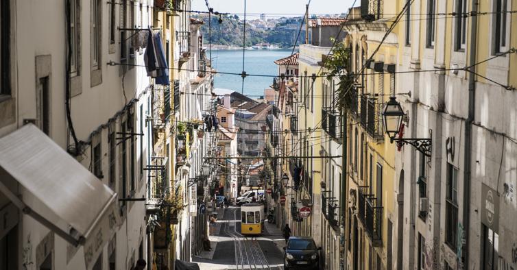 """""""Cidade de Espiões"""": o novo thriller passado em Lisboa durante a Segunda Guerra Mundial"""