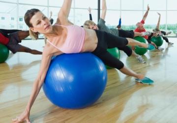 A bola de ginástica do Continente que ajuda a tonificar o corpo (custa 6,99€)