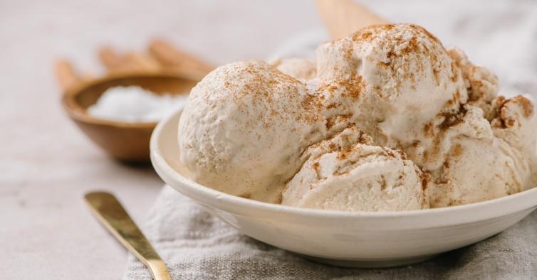 O gelado de canela com pedaços crocantes que é obrigatório provar este verão