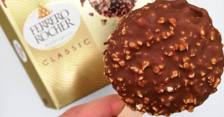 Os novos gelados de pauzinho da Ferrero Rocher já estão à venda em Portugal