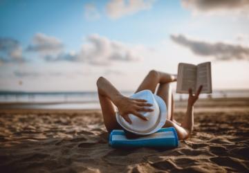 Fnac vai oferecer livros na praia (e sim, são mesmo gratuitos)