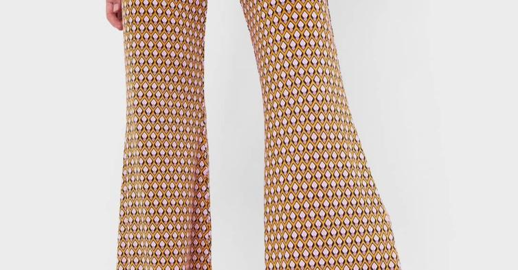 Calças flare com estampado rétro (19,99€)