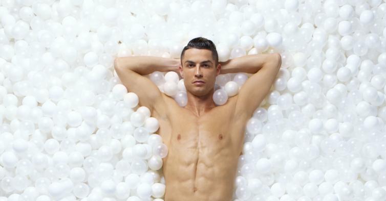 Cuecas, implantes e bacalhau à CR7: o mundo curioso dos negócios de Ronaldo