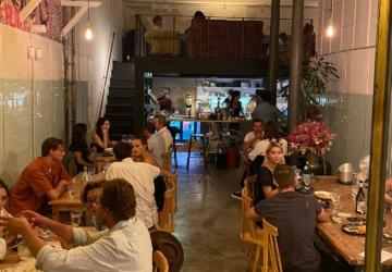 Dr. Bernard Boa Vida: o conhecido spot da Caparica abriu um restaurante em Lisboa
