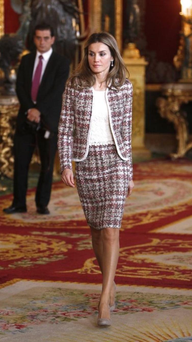 A rainha Letizia também é fã dos fatos bouclé - NiT