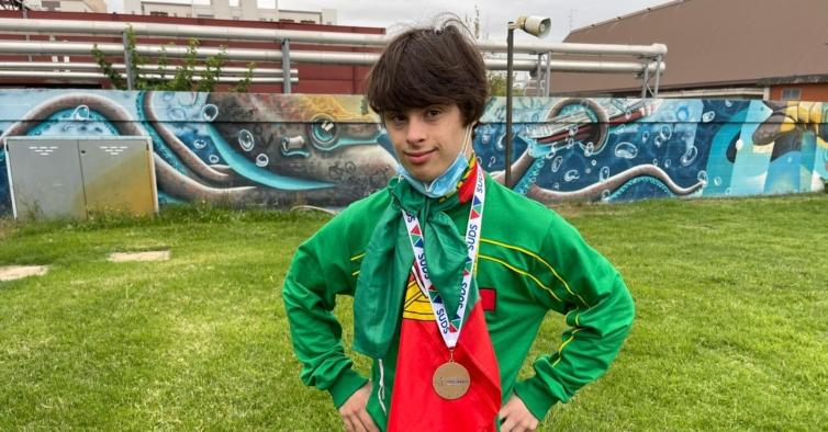 O adolescente português com síndrome de Down que já bateu três recordes mundiais