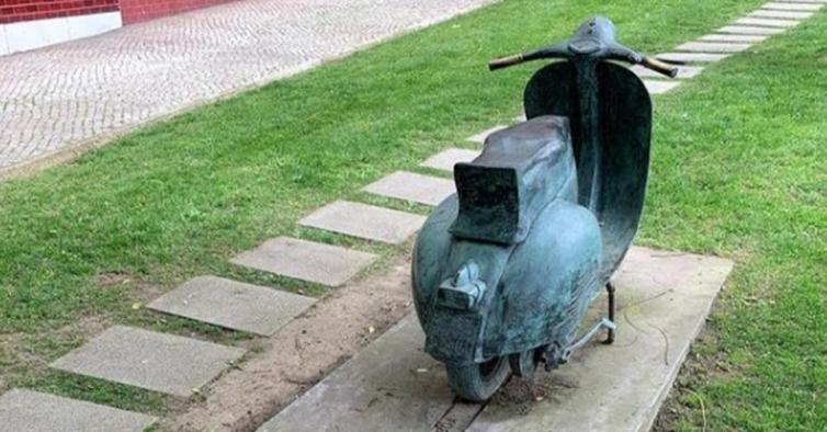 Estátua de 400 quilos do Vespa Clube de Lisboa foi roubada