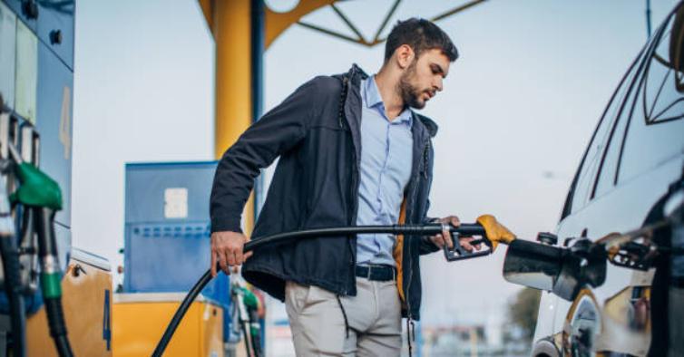 Boas notícias: governo anuncia desconto de 10 cêntimos por litro de combustíveis